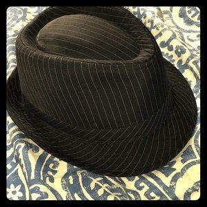 Accessories - Black and white striped fedora